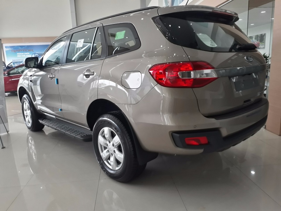 Ford Everest Ambiente 2.0L 4×2 AT